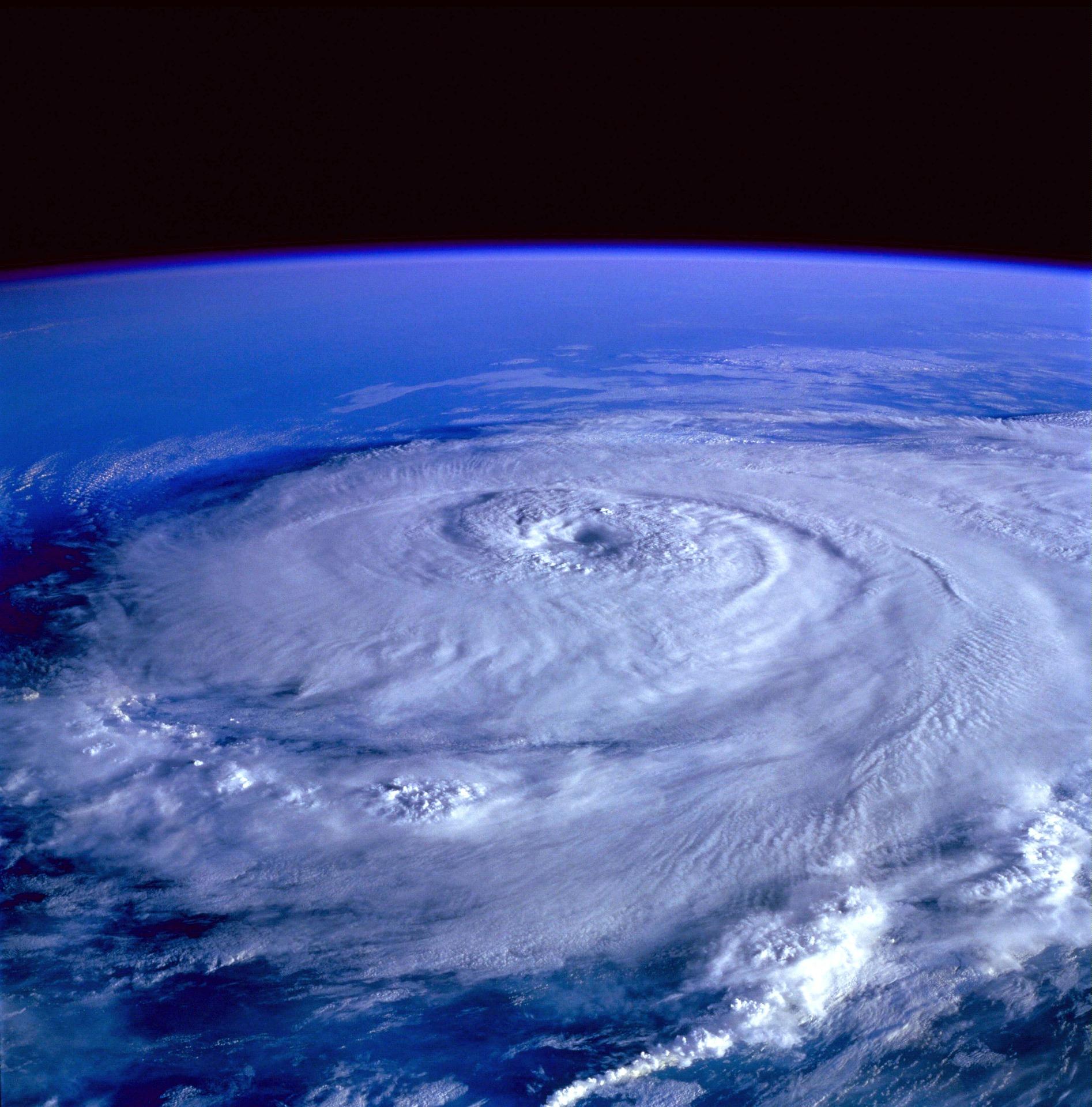 hurricane-92968_1920.jpg